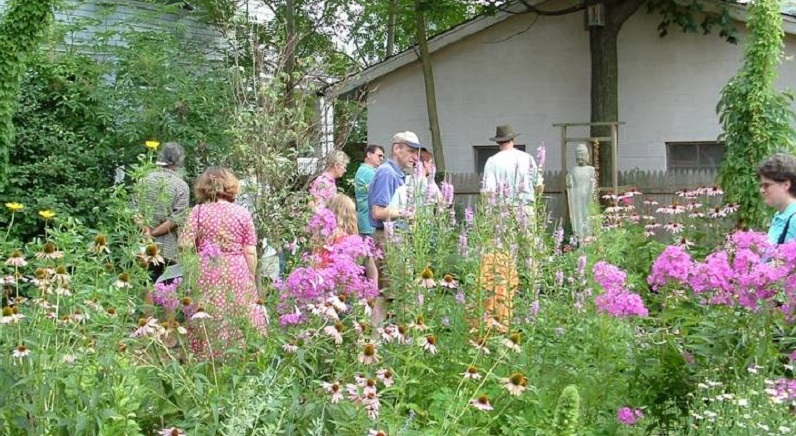 Garden_Tour_Crowd_Pic_11